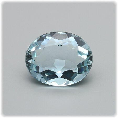 Aquamarin oval facettiert / 10 mm x 8 mm aus Brasilien / 2,44 ct.