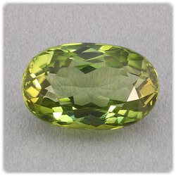 Turmalin grün facettiert / oval 14 mm x 9 mm / 7,10 ct....