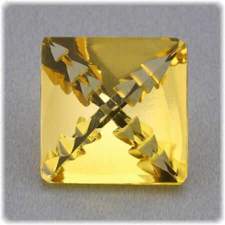 Citrin facettiert Viereck Fancycut 15,2 x 15,2 mm Carving / 13.72 ct.