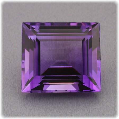 Amethyst Viereck facettiert / 15,1 mm x 13,7 mm / 13,12 ct.